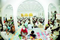 Muslims_Breaking_Fast