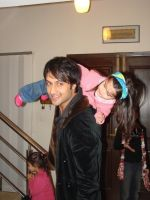 Atif_Aslam_with_Ranas_Daughter